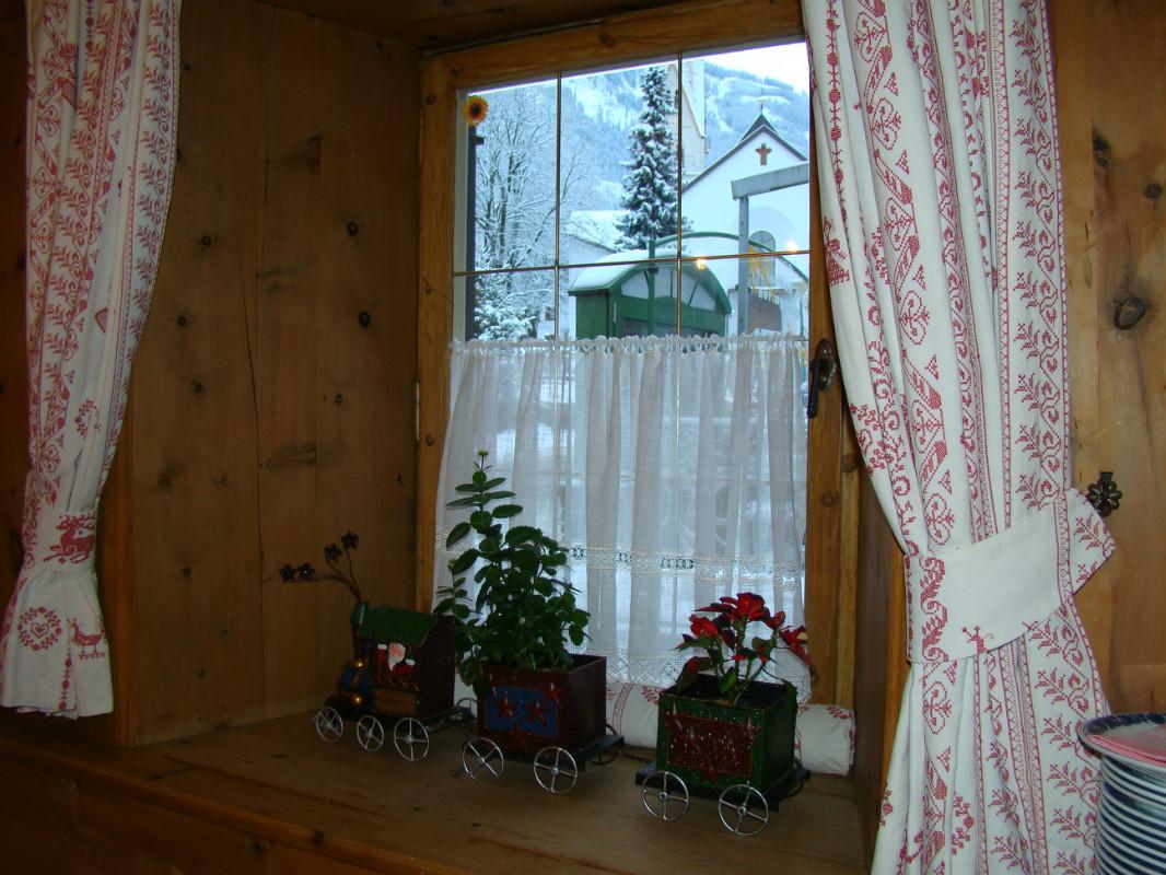 Украшаем окна занавесками